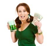 Verde: Mulher entusiasmado com punhado do dinheiro Imagens de Stock Royalty Free