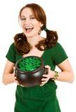Verde: Mulher entusiasmado que guarda o potenciômetro de moedas e de grânulos do feriado Foto de Stock Royalty Free