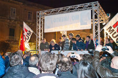 Verdedigers van Movimento 5 Stelle die aan de sh Italiaan luistert Royalty-vrije Stock Afbeelding