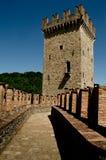 Verdedigingsmuren van Vigoleno-kasteel Stock Foto