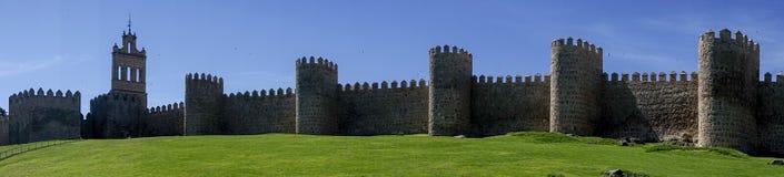 Verdedigingsmuur van de oude middeleeuwse stad van Avila, Spanje stock fotografie
