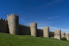 Verdedigingsmuur van de oude middeleeuwse stad van Avila, Spanje stock foto