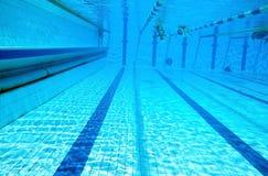 Verdelers van wegen in het grote zwembad royalty-vrije stock fotografie