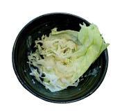 Verdes de la ensalada de la lechuga en Bolw negro Imagenes de archivo