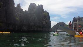Verdes de la isla y azules oscuros Fotografía de archivo libre de regalías