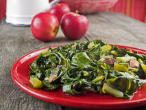 Verdi & pancetta affumicata del cavolo riccio Fotografie Stock Libere da Diritti