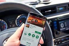 Verdien om mobiel te sterven videospelletje op Samsung s8 stock fotografie