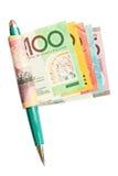 Verdienen des Geldes mit einer Feder Lizenzfreie Stockfotografie