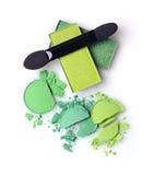 Verdissez le fard à paupières brisé pour le maquillage comme échantillon de produit de cosmétiques avec l'applicateur photo libre de droits
