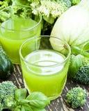 Verdissez le jus de légumes Photographie stock