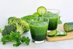 Verdissez le jus de légumes Images stock