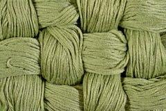 Verdissez les écheveaux tordus de la soie comme texture de fond Photos stock