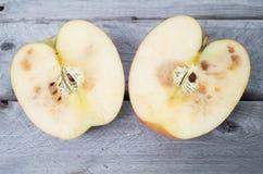 Verdorbener Apfel Lizenzfreie Stockfotos