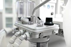 Verdovingsmiddelenmachine en het Geduldige Werkstation van de Controlesysteemanesthesie met de Ventilatie Ademhaling stock foto