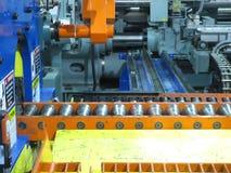 Verdrängungsaluminiummaschine Stockbild