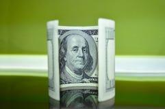 Verdraaide 100 dollarrekening Royalty-vrije Stock Foto's