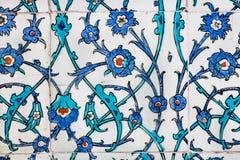 Verdraaide stammen van bloemen op uitstekende tegels in Ottomanestijl Stock Afbeeldingen