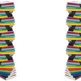 Verdraaide toren van kleurrijke echte boeken Royalty-vrije Stock Fotografie
