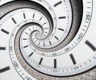 Verdrehte sich weiße Uhruhr des modernen Diamanten zur surrealen Spirale Abstrakte gewundene Fractaluhr Ungewöhnliche abstrakte B Stockfoto