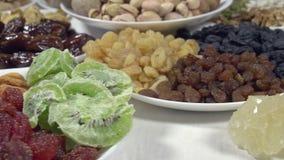 Verdrehte Tabelle mit orientalischen Bonbons stock video footage
