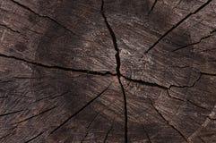 Verdunkeltes Holz geschnitten als abstrakter Hintergrund Lizenzfreie Stockfotos