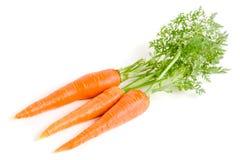 Verdura de la zanahoria con las hojas aisladas en el fondo blanco Foto de archivo