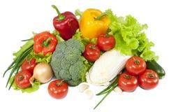 Verdura fresca con i fogli isolati sopra bianco Fotografia Stock
