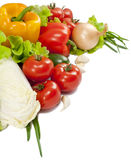 Verdura fresca con i fogli isolati sopra bianco Immagine Stock