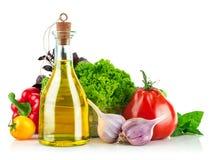 Verdura fresca con olio d'oliva fotografia stock libera da diritti