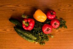 Verdura fresca del mercato locale, prodotti del giardino, concetto mangiante e stante a dieta pulito Fotografie Stock Libere da Diritti