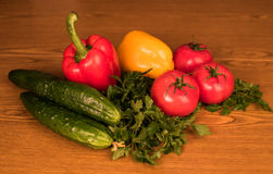 Verdura fresca del mercato locale, prodotti del giardino, concetto mangiante e stante a dieta pulito Fotografia Stock Libera da Diritti