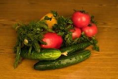 Verdura fresca del mercato locale, prodotti del giardino, concetto mangiante e stante a dieta pulito Fotografia Stock