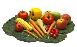 Verdura fresca e due frutta fotografia stock libera da diritti