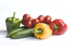 Verdura fresca su una priorità bassa bianca Immagini Stock