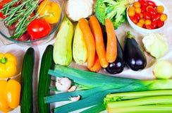 Verdura fresca sulla tabella di cucina Immagini Stock Libere da Diritti
