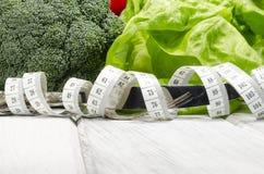 Verdura que adelgaza la comida sana por completo de vitaminas Imágenes de archivo libres de regalías