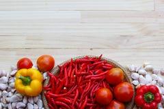 Verdura sulla tavola di legno Immagine Stock