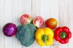 Verdura sulla tavola di legno Fotografie Stock