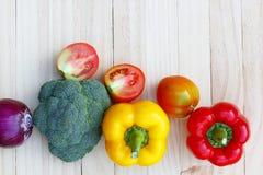 Verdura sulla tavola di legno Immagini Stock