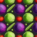 Verduras brillantes frescas verdes y modelo inconsútil de la col roja, del tomate y de los guisantes en fondo negro libre illustration
