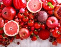 Verduras clasificadas y frutas del color rojo Imagen de archivo libre de regalías