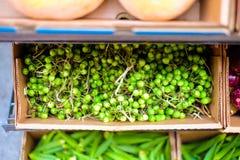 Verduras coloridas en un supermercado foto de archivo libre de regalías