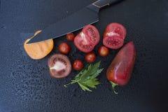 Verduras con el cuchillo Foto de archivo libre de regalías