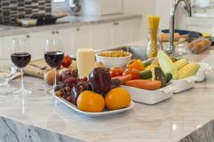 Verduras con los ingredientes listos para ser cocinado Foto de archivo libre de regalías