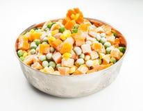 Verduras congeladas en el cuenco de acero Foto de archivo libre de regalías