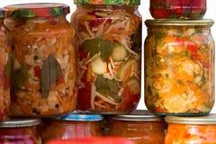 Verduras conservadas en vinagre hechas en casa Imagenes de archivo