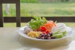 Verduras de ensalada en desayuno Foto de archivo
