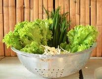 Verduras del fondo del alimento biológico en la cesta Fotografía de archivo libre de regalías
