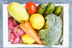 Verduras del otoño con la caja de madera blanca Foto de archivo libre de regalías