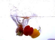 Verduras en agua imagen de archivo